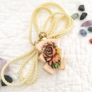 Jewelry - 💐Vintage necklace with antique flower pendant.💐